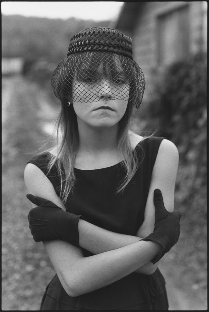 Mary Ellen Mark,  Tiny dans son costume d'Halloween, Seattle, Washington – 1983